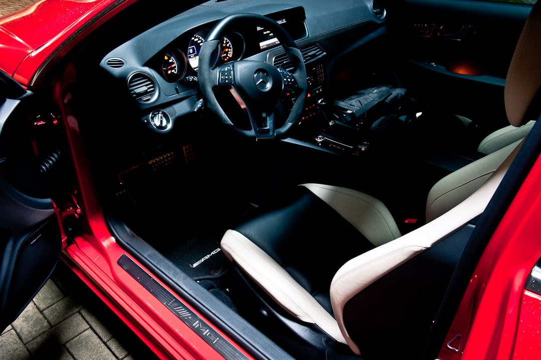 2012-mercedes-benz-c-63-amg-coupe-rot-c204-012