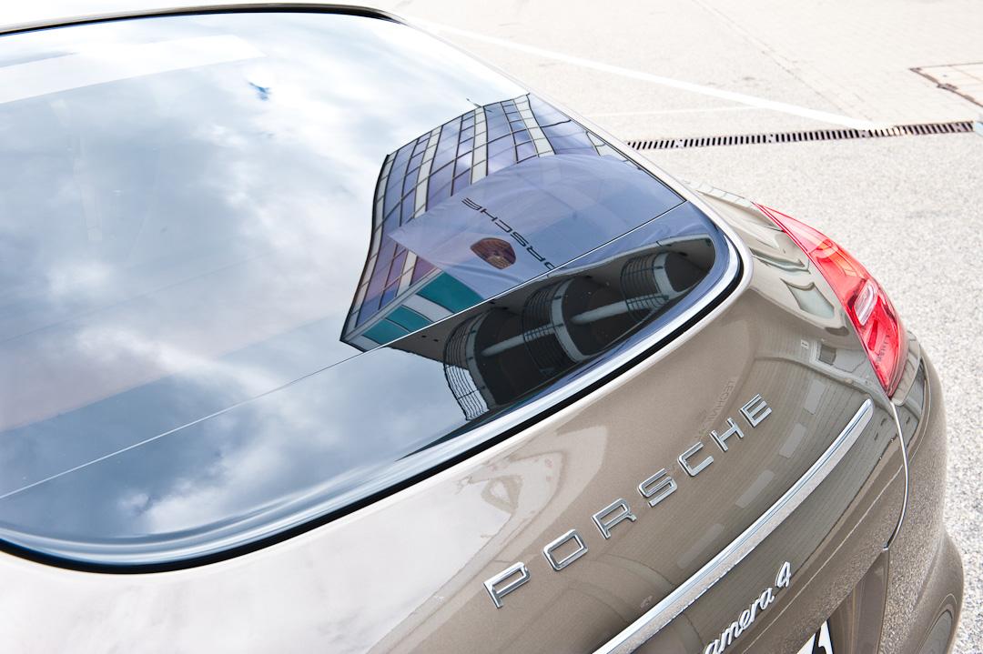 2012-porsche-panamera-hybrid-018