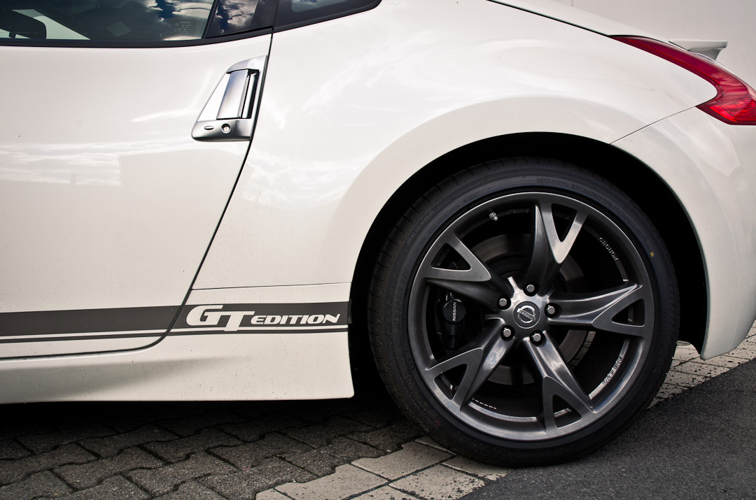 2012-Nissan-370Z-GT-Edition-003