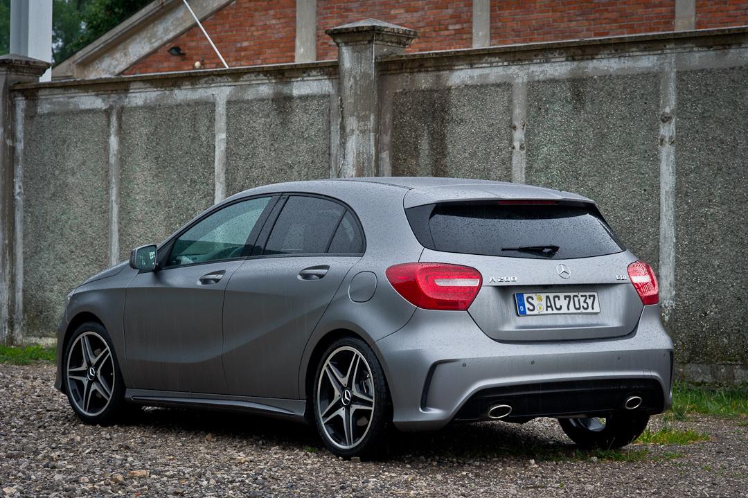 2012-Mercedes-Benz-A-Klasse-A-200-220-CDI-polar-silver-designo-mountain-grey-magno-02