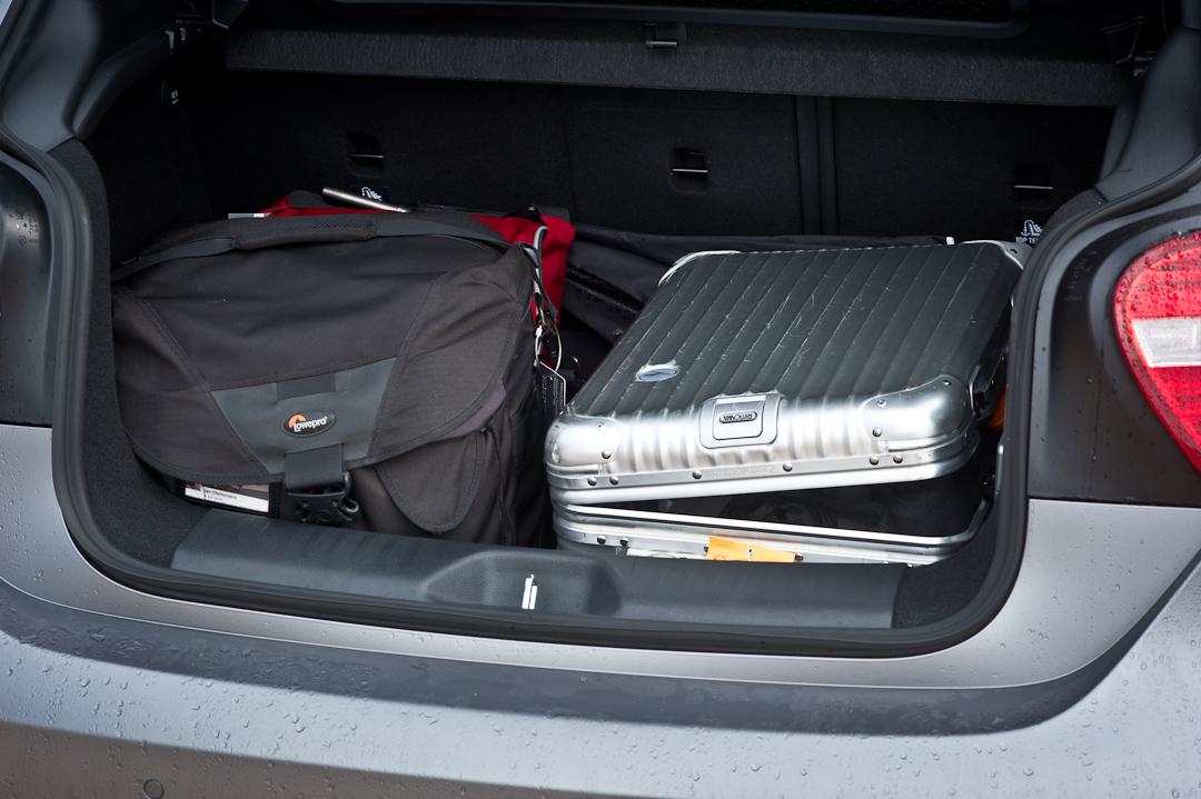 2012-Mercedes-Benz-A-Klasse-A-200-220-CDI-polar-silver-designo-mountain-grey-magno-06