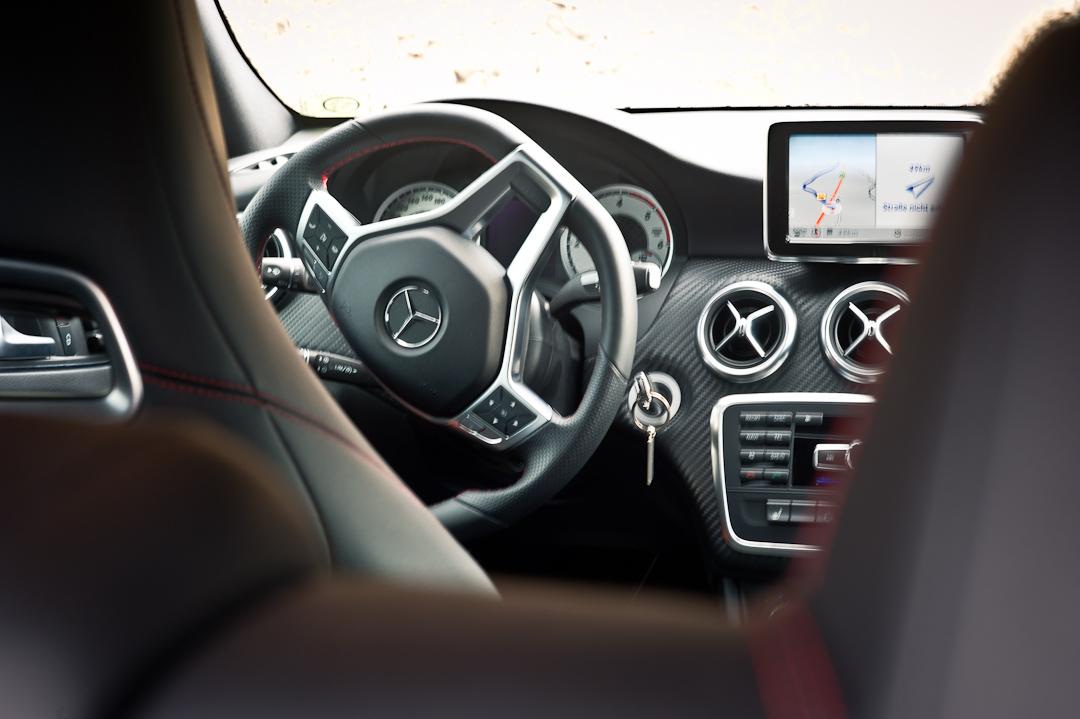 2012-Mercedes-Benz-A-Klasse-A-200-220-CDI-polar-silver-designo-mountain-grey-magno-07