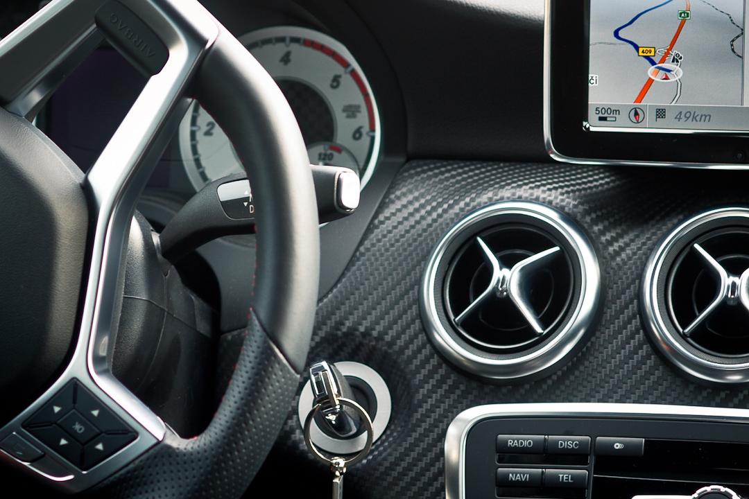 2012-Mercedes-Benz-A-Klasse-A-200-220-CDI-polar-silver-designo-mountain-grey-magno-08