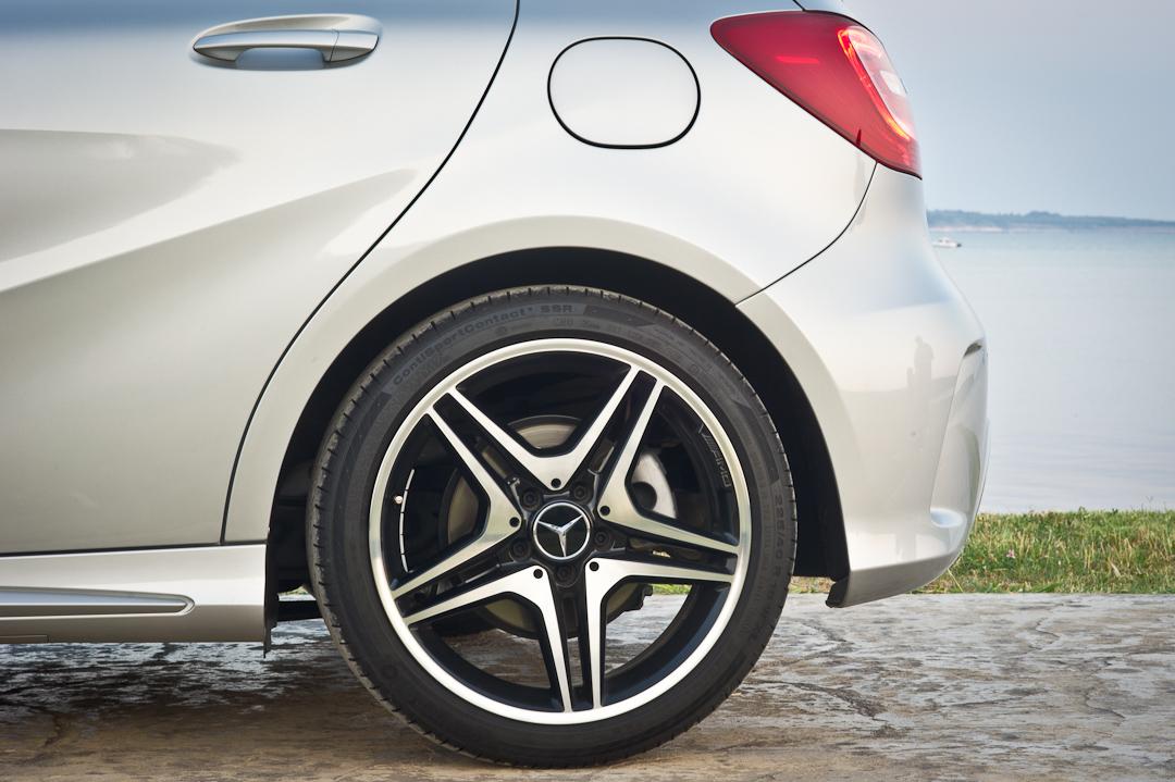 2012-Mercedes-Benz-A-Klasse-A-200-220-CDI-polar-silver-designo-mountain-grey-magno-13