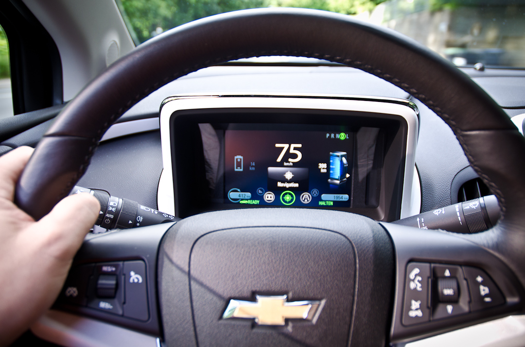 2012-Chevrolet-Volt-01