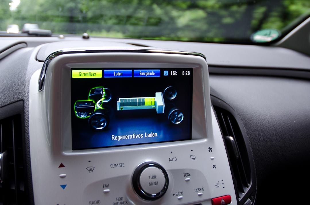 2012-Chevrolet-Volt-02