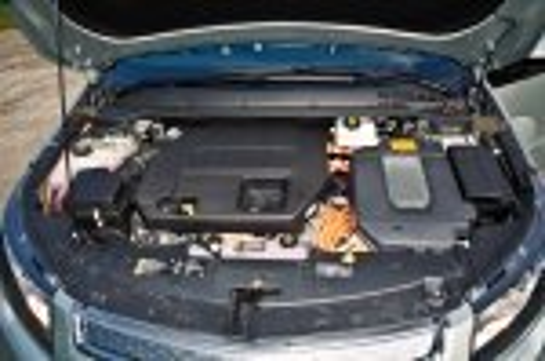 2012-Chevrolet-Volt-08