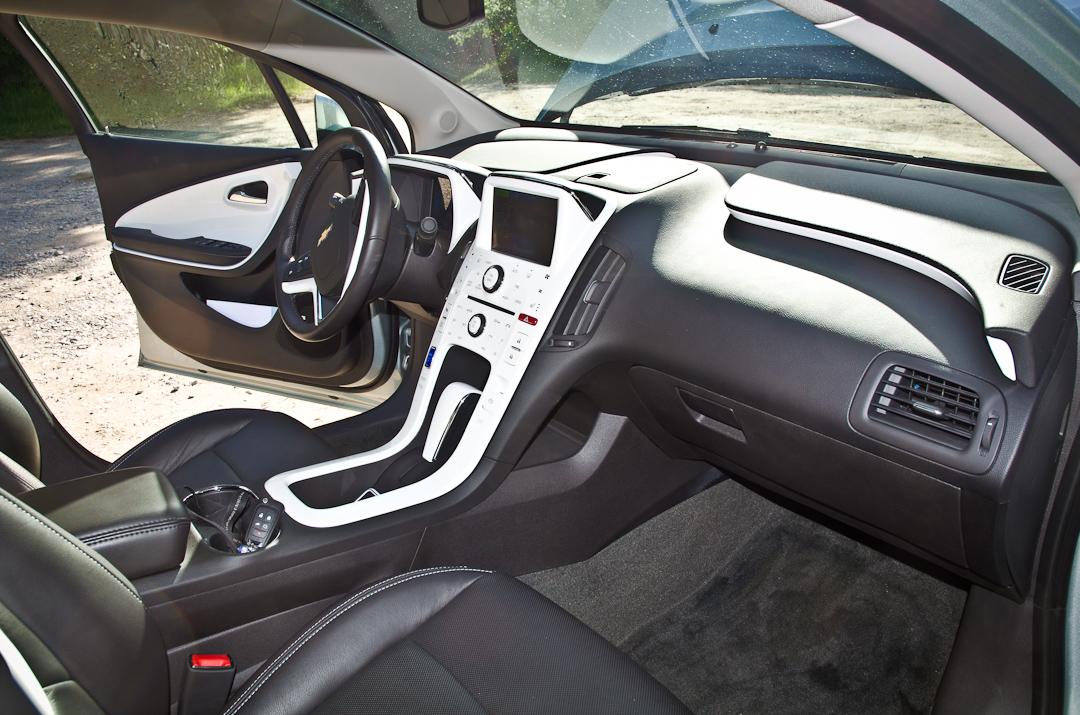 2012-Chevrolet-Volt-10