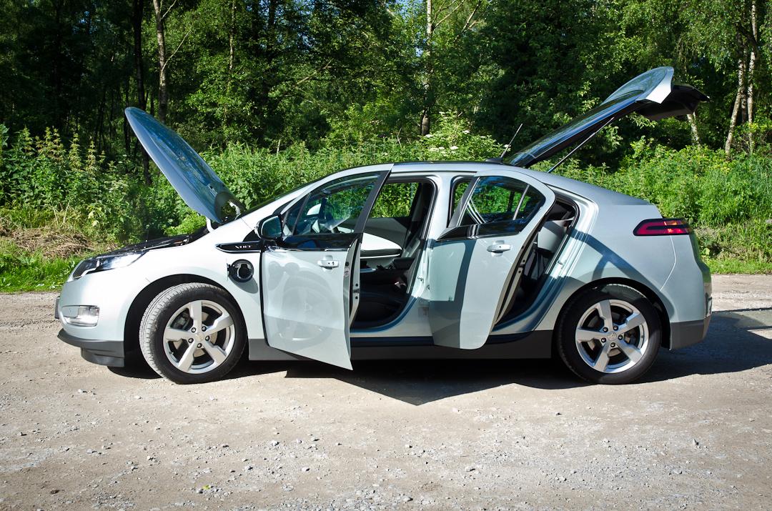 2012-Chevrolet-Volt-11