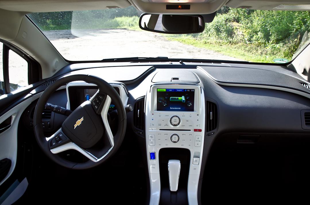 2012-Chevrolet-Volt-12