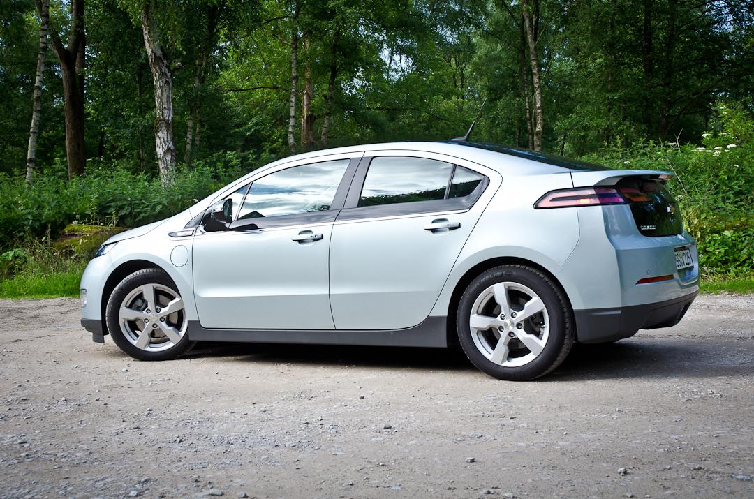 2012-Chevrolet-Volt-06