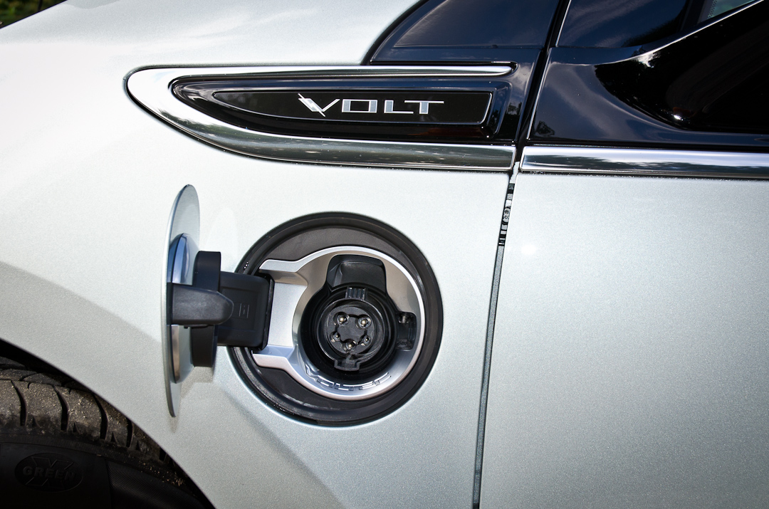 2012-Chevrolet-Volt-09