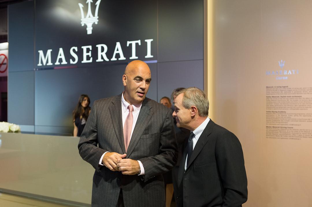 Schulterschluss: Maserati CEO Harald J. Wester und Bowers & Wilkins Vice President Jan Evert Huizing verkünden Partnerschaft auf der Autoshow in Paris 2012.