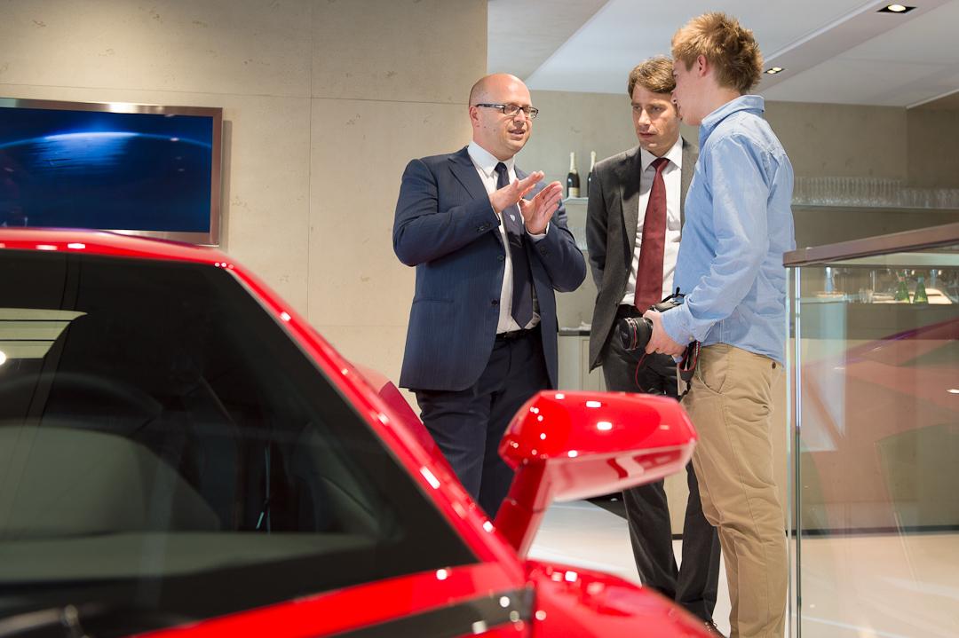 Lamborghinis Head of Design Filippo Perini (links) im Gespräch mit Kim-Christopher Granz