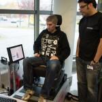 Jens Stratmann im EKG-Sitz, trotz skeptischem Blick - das Herz schlägt.