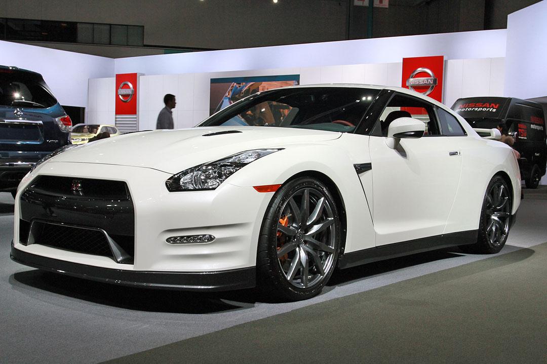 Auto show 2012: 2013 nissan gt-r