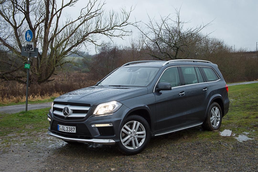 2012-Mercedes-Benz-GL-Klasse-x166-002