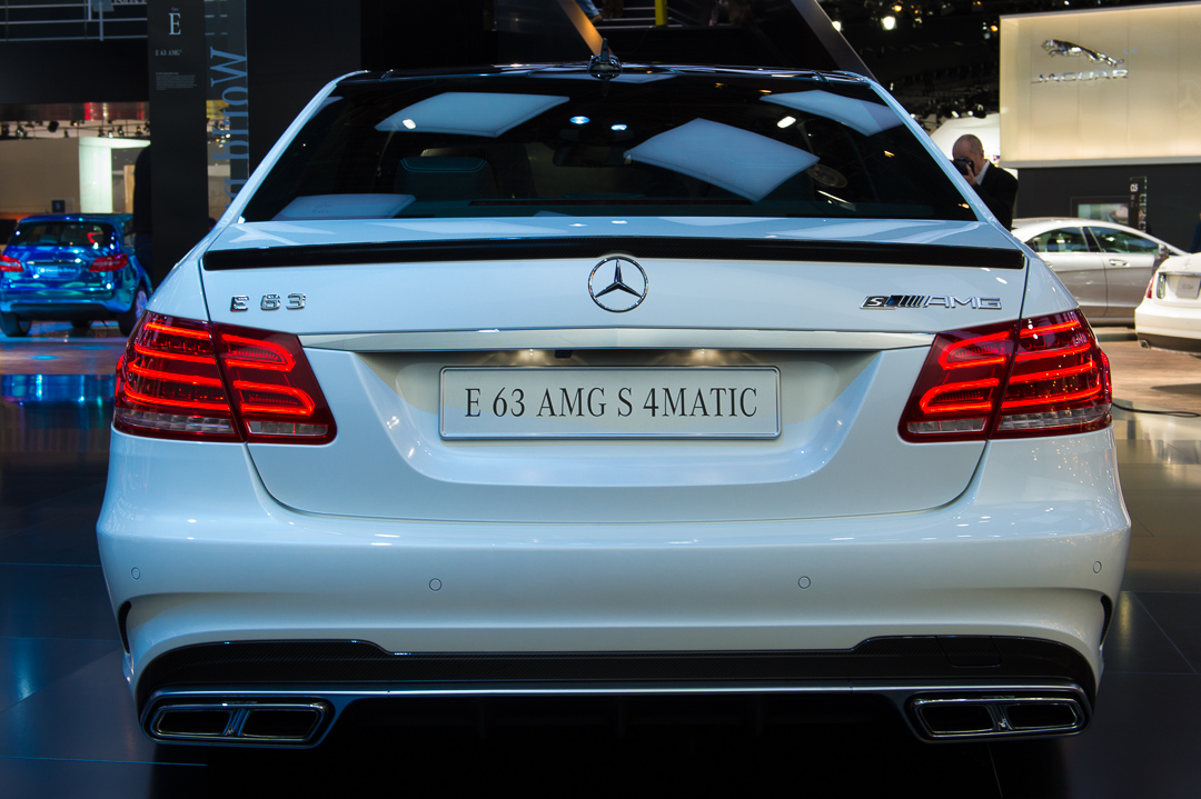 naias2013-2013-mercedes-benz-AMG-E63-e-klasse-w212-weiss-heck-004