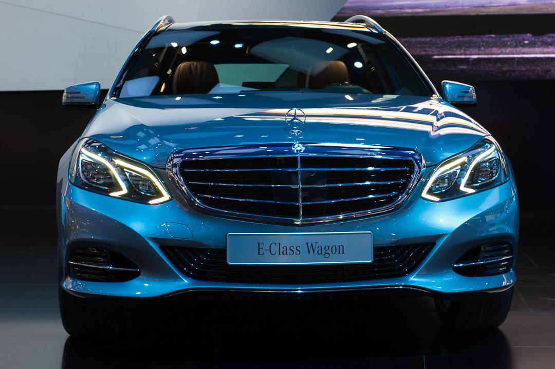 naias2013-2013-mercedes-benz-e-klasse-s212-blau-front-002