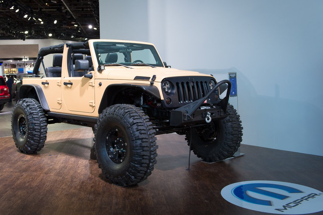 naias-2013-jeep-wrangler-sand-trooper-mopar-customized-001