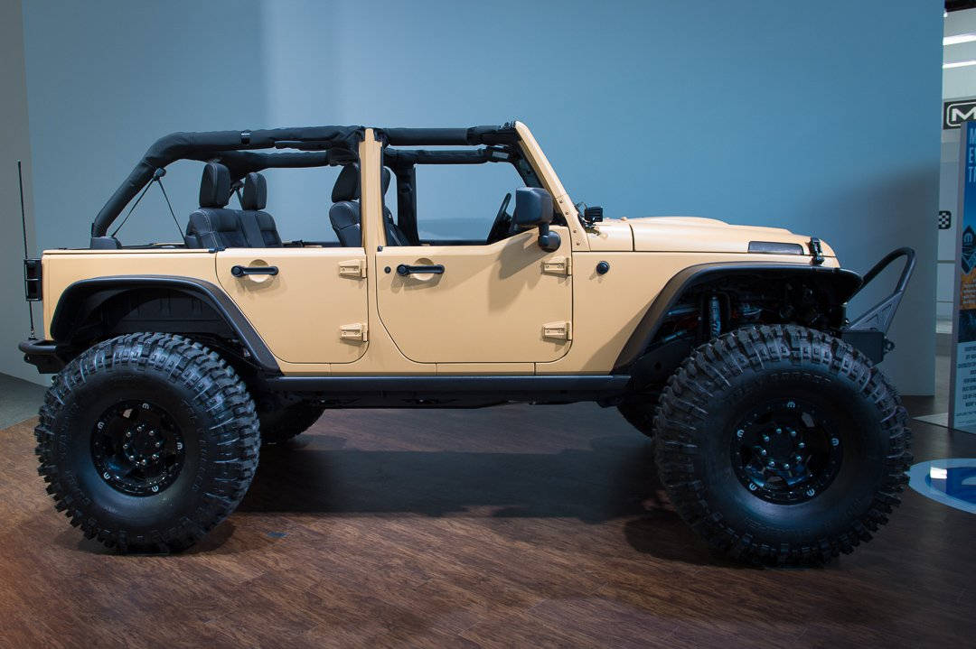 naias-2013-jeep-wrangler-sand-trooper-mopar-customized-003