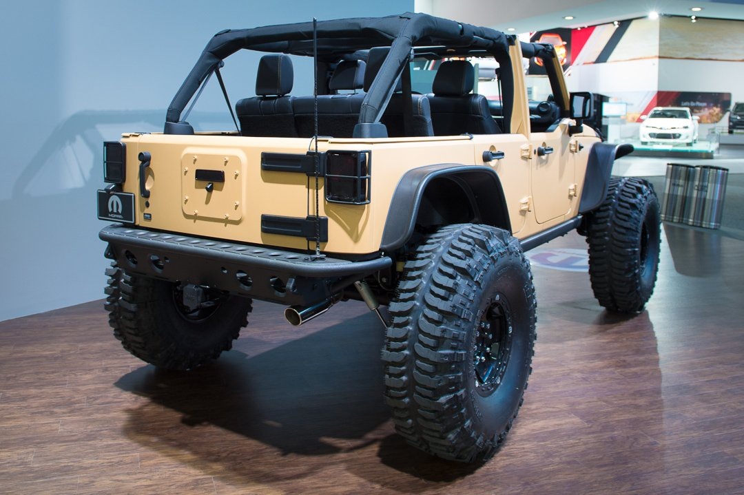 naias-2013-jeep-wrangler-sand-trooper-mopar-customized-004