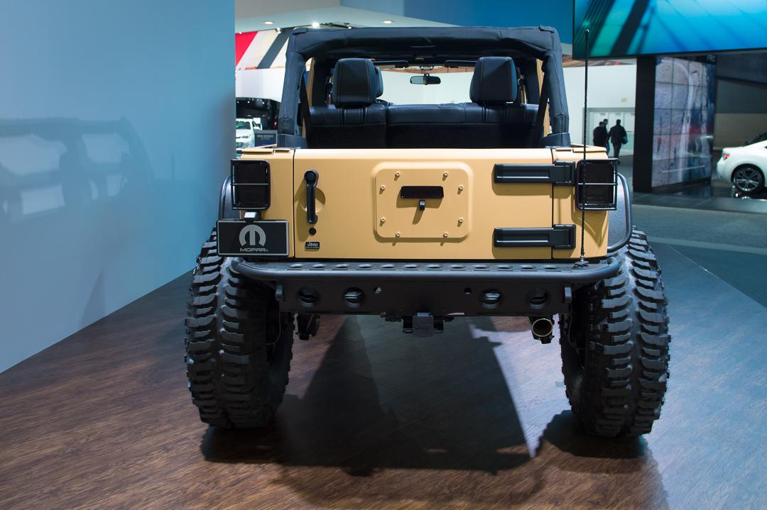 naias-2013-jeep-wrangler-sand-trooper-mopar-customized-005