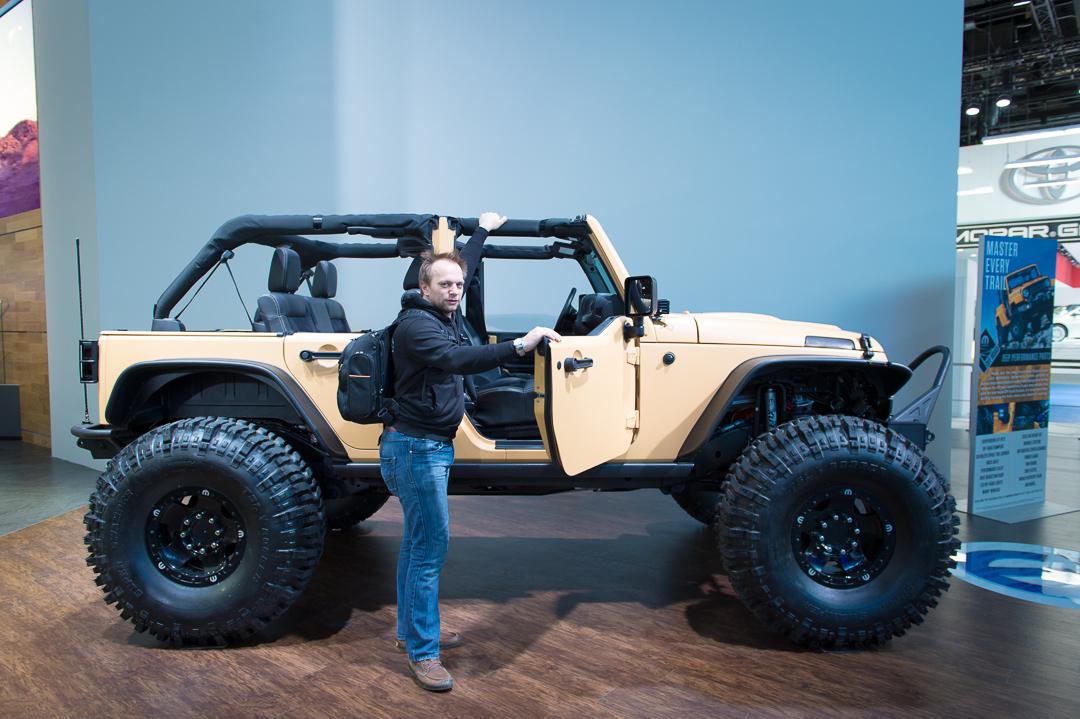 naias-2013-jeep-wrangler-sand-trooper-mopar-customized-006