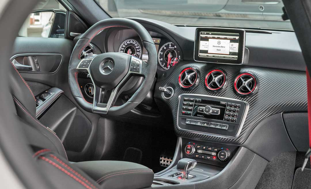 2013-Mercedes-Benz-A-45-AMG-Edition-1-Cirrusweiss-innenraum