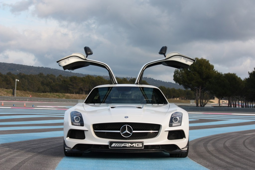 Fotos: 2013 Mercedes-Benz SLS AMG Black Series in weiß
