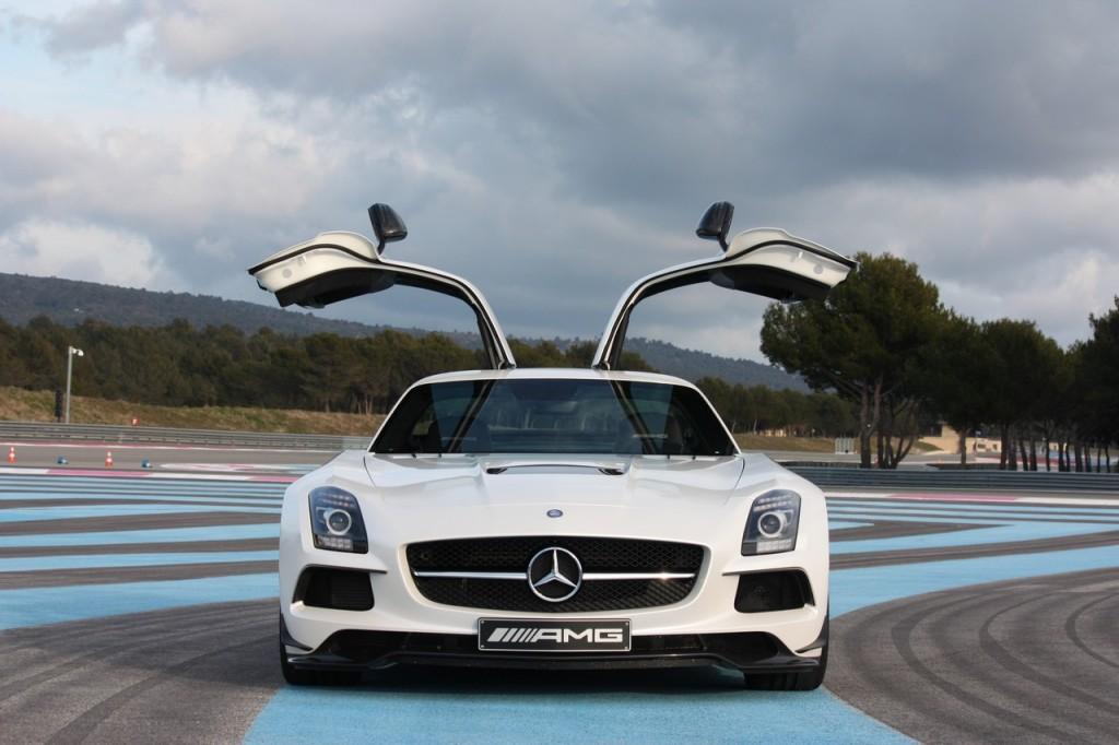 Fotos: 2013 Mercedes-Benz SLS AMG Black Series in weiß