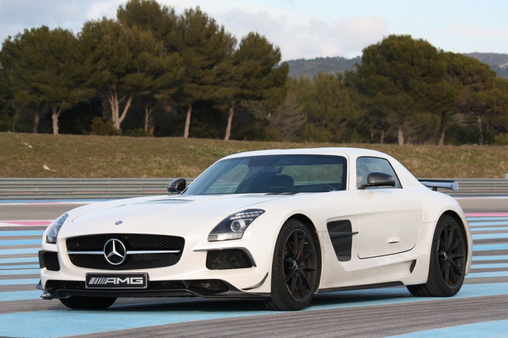 2013-mercedes-benz-sls-amg-black-series-weiss-02