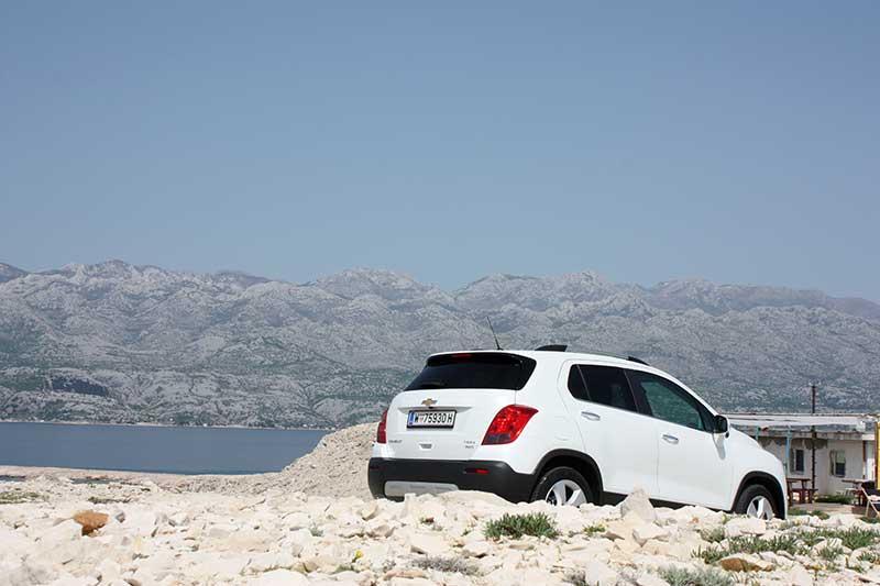 2013-Chevrolet-Trax-heckansicht-weiss-Kroatien