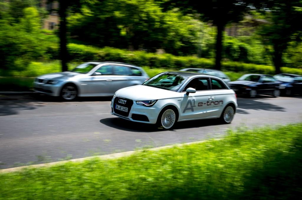 2013-Audi-A1-etron-weiss-ampel-03