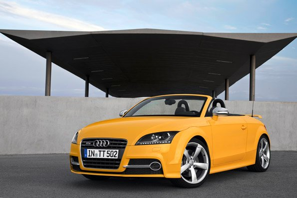 2013-Audi-TTS-competition-gelb