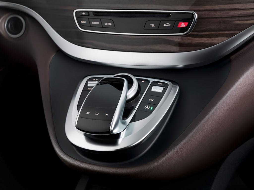 2014-Mercedes-Benz-V-Klasse-Interior-05