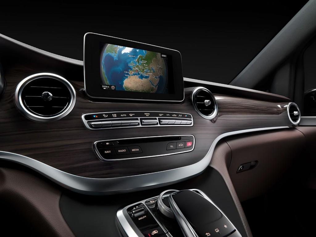 2014-Mercedes-Benz-V-Klasse-Interior-06