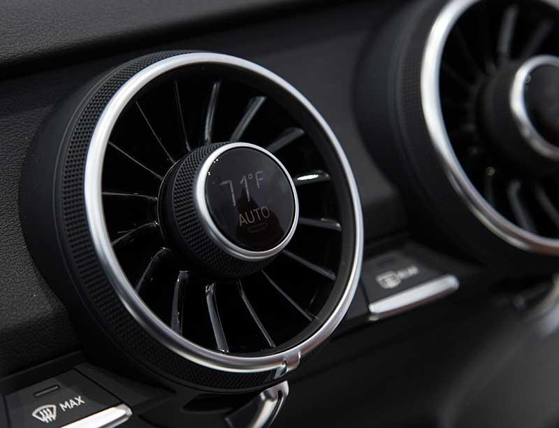 CES-2014-Audi-TT-Interieur-Luftduesen