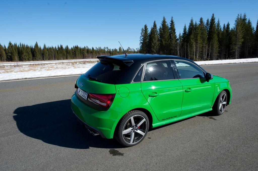 2014-Audi-S1-gruen-1
