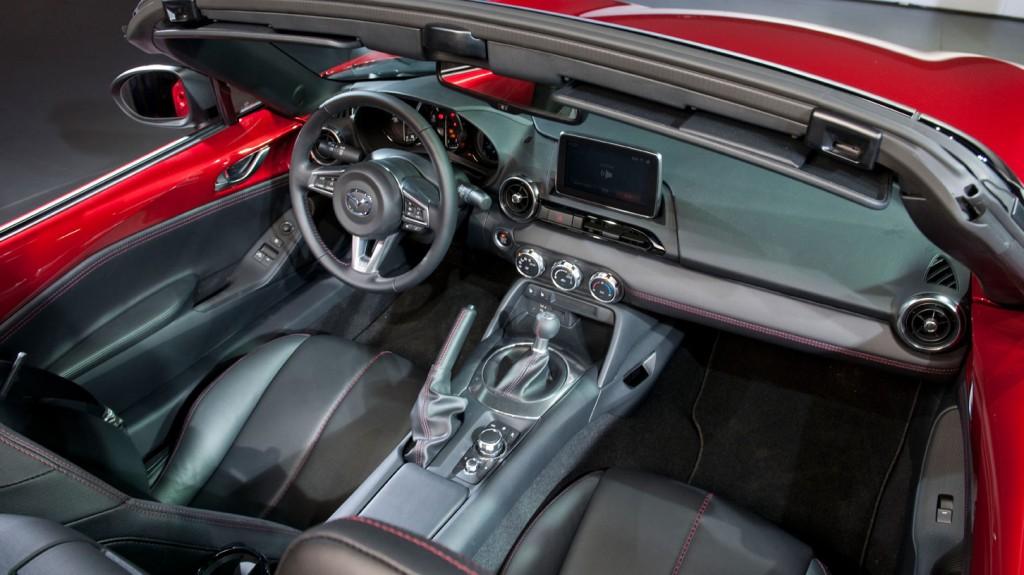 2014-Mazda-MX5-pressefoto-interieur