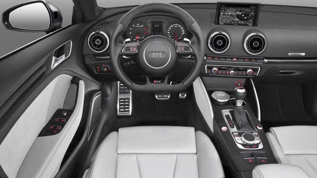 2015-Audi-RS3-Sportback-rot-4