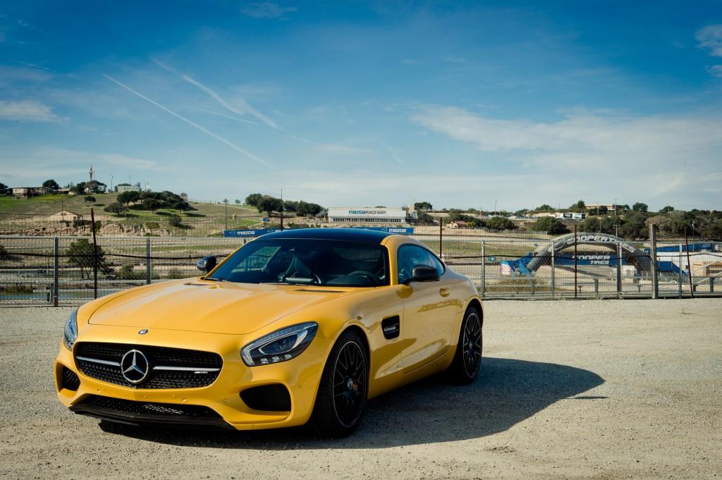 2014-Mercedes-AMG-GT-S-solar-beam-videos