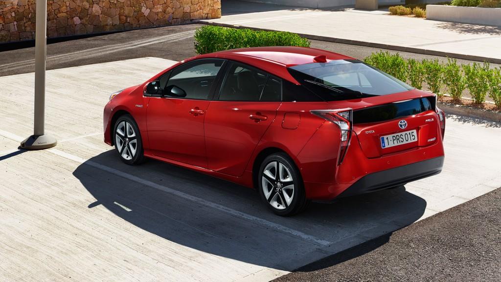 2015-Toyota-Prius-IV-001
