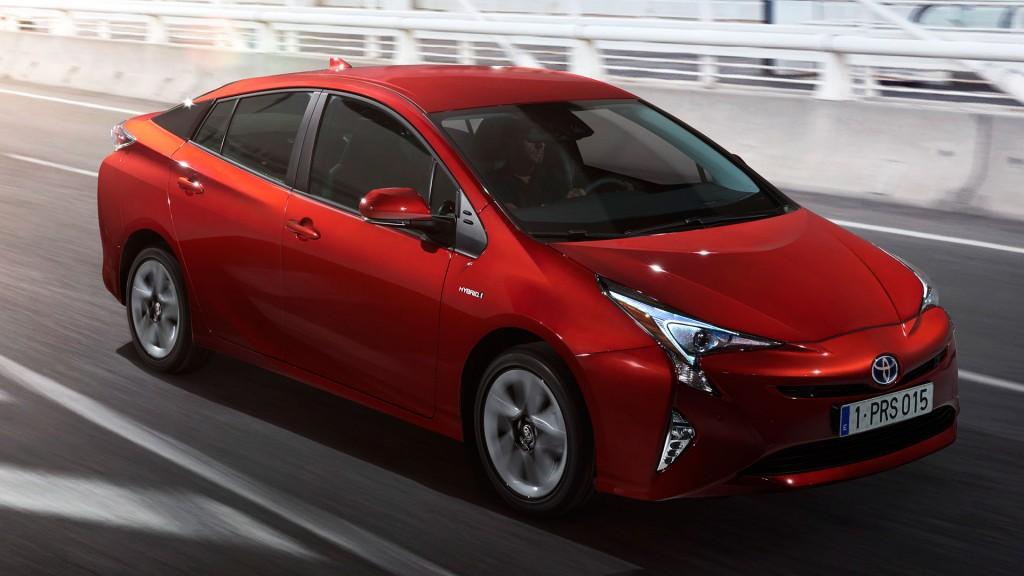 2015-Toyota-Prius-IV-002