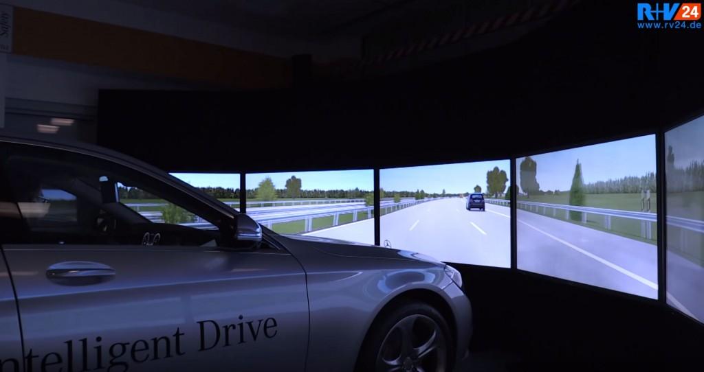 Fahrsimulatoren-bei-Mercedes-Benz