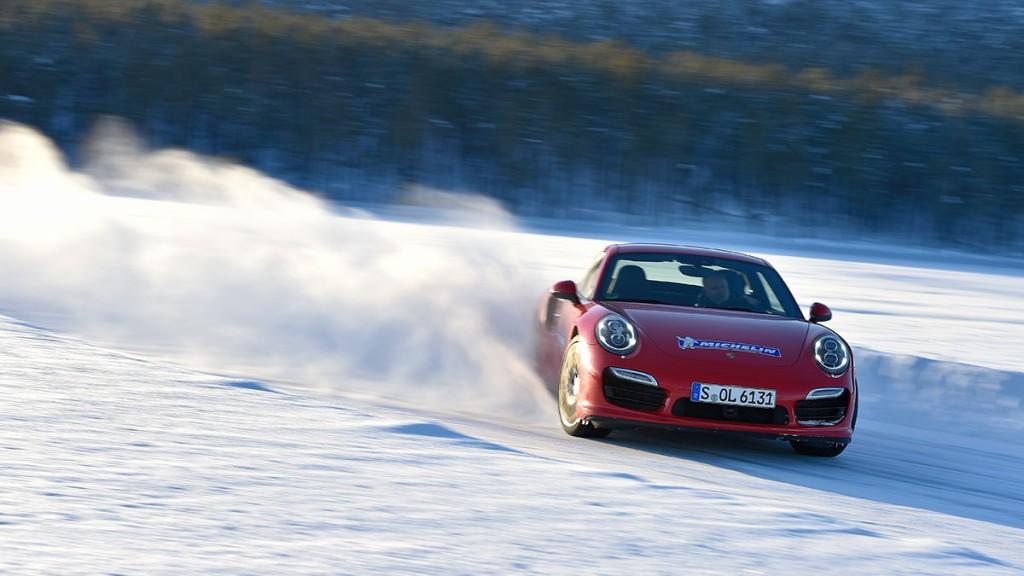Wie-wichtig-Winterreifen-bei-SUV-und-Sportwagen-sind--Armin-Schwarz-erklärt-es.